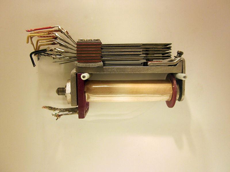 Elektromagnetischerspeicher_zuse_relais