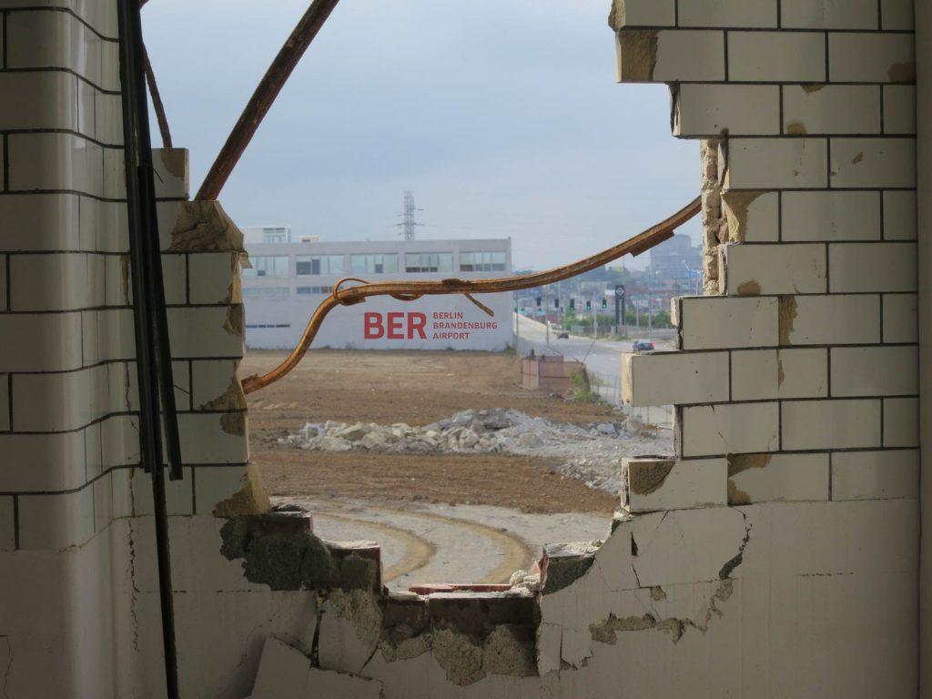 BER mit Loch in der Wand