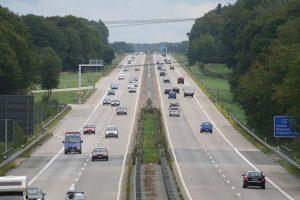 Autobahn-Mittelstreifen