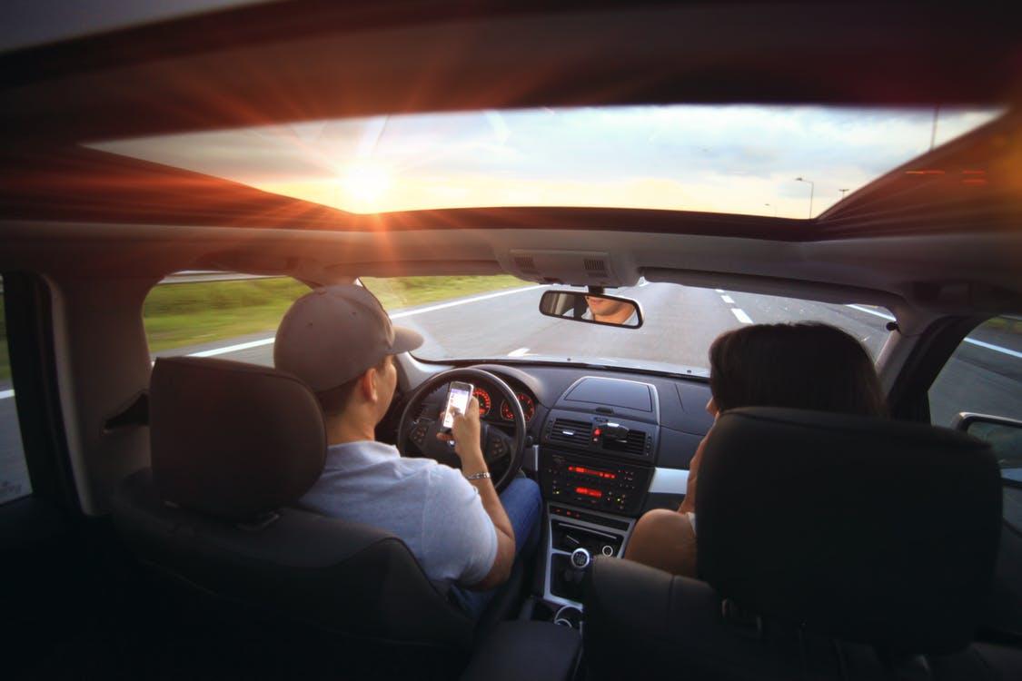 Unterhaltung im Auto
