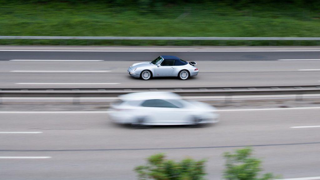 Porsche auf Autobahn